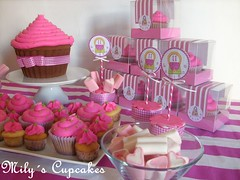 Birthday Pink ♥ (Mily'sCupcakes) Tags: world birthday pink giant happy cupcakes rosa cupcake marshmallows packaging cumple cumpleaños mundo gigante ♥ cajas malvaviscos