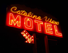 Catalina View Motel (avilon_music) Tags: california nightphotography red signs sign night vintage catalina neon motel olympus pch signage neonsign arrow southerncalifornia signalhill neonsigns motelsign oldsigns vintagesigns vintageneonsigns catalinaviewmotel motelsigns markpeacockphotography