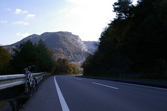 金川へ抜ける道