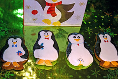 Penquin Party of 5 (alicakescupcakery) Tags: blackandwhite fish cookies present penquins alicakes alicakescupcakery babypenquin mommypenquin