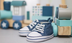 Blue (Jonathan Wartel) Tags: eos ef t3 room children blue bleu jonathan wartel projet projet52 baby shoes converse flickr f18 bokeh mm canon 50mm18 50mmf18