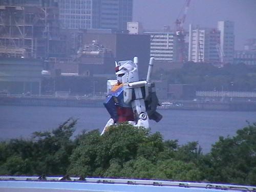 Gundam-Berdiri Megah