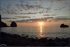 Midnight sun Mintursl (Toi-Vido) Tags: sunset sun rock iceland nikon sundown midnight setting vestmannaeyjar heimaey d60 slsetur mintursl mywinners anawesomeshot kunstplatzlinternational ti vd
