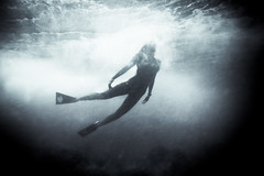 (SARA LEE) Tags: ocean bw texture beach girl silhouette dark hawaii athletic surf underwater oahu wave figure bigisland hawaiikai sandys fins whitewash vipers sarahlee mikyla ewamarine legothenego vivantvie mikylat