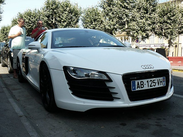 Audi R8 spotted in Saint-tropez France. This car has got Black rims.