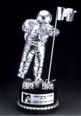"MTV VMA ""Moonman"""