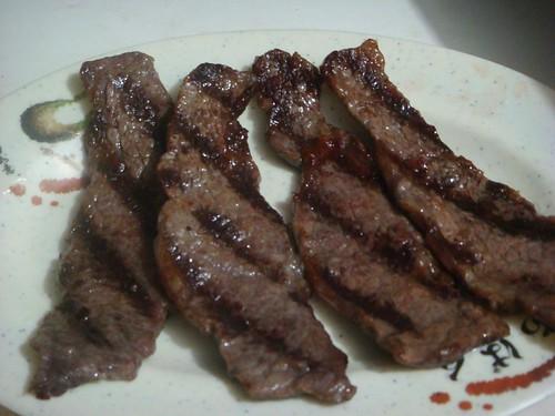 煎烤出來後的牛小排