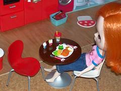 Fiona and Hello Kitty feast
