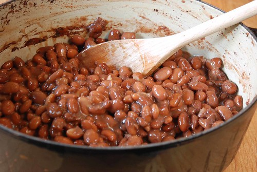 pot of cooked pinto beans
