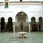 Fès: Vue sur la cour du Mausolée Moulay Idriss