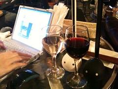 #otamatone 白黒オタマトーンと白赤ワイン
