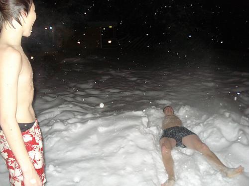 Nach der Sauna in den Schnee
