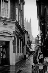 Canterbury (8zil) Tags: street inglaterra england blackandwhite blancoynegro calle cathedral noiretblanc catedral canterbury scan rue straat scannednegative zwartwitte negativoescaneado