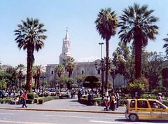 Plaza de Arequipa con su hermosa catedral. Perú, febrero de 2006.