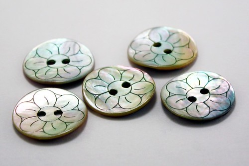 Destashed - Mother of Pearl Buttons