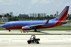 Southwest in the Southeast (planephotoman) Tags: boeing 737 southwestairlines fll swa 7377h4 n222wn