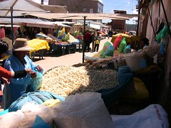 BOLIVIEN-Copacabana - Popcorn en masse (roba66) Tags: lake see market copacabana popcorn markt bolivien sdamerika titicacasee worldtrekker lagunatiticaca atomicaward
