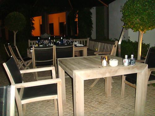 Detalle de mesa exterior