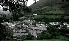 Abergynolwyn (Rhisiart Hincks) Tags: tai etxeak houses tiez pentreflun pentref bourk herri village villagescape llechi arbelaitz meinsklent maensklent slate abergynolwyn gwynedd meironnydd cymru kembre wales paysdegalles kembra galles 威爾斯 威尔士 wallis uels kimrio valbretland 웨일즈 велс gallas walia เวลส์ baile landscape tirlun maezioù paisaje tírdhreach paisaia cruthtìre taighean tithe maisons ue eu ewrop europe eòrpa europa aneoraip a'chuimrigh gales anbhreatainbheag