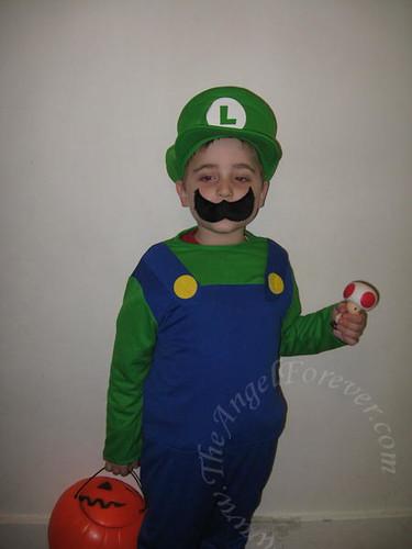 Costume problem = mustache