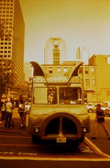 1297  (maximus minimus pig truck) (graybird images) Tags: seattle scanned minoltastsi pigtruck lomographyred roll2913