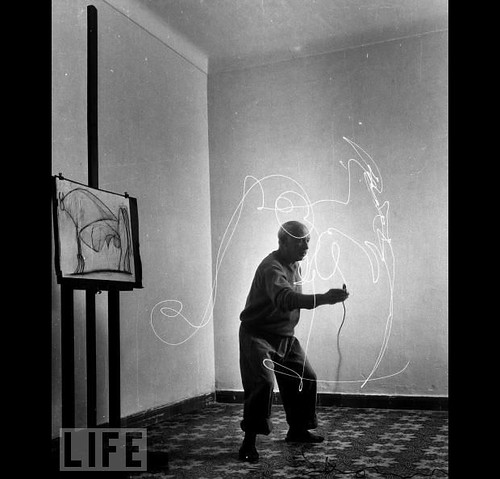 picasso-drawing-with-light-5