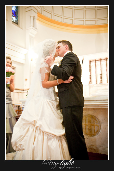 Bride and groom kiss. Sacred Heart Cathedral, Hamilton. Newcastle wedding photography.