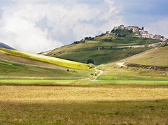 Italian countryside (giuseppedr) Tags: umbria castellucciodinorcia saariysqualitypictures magicunicornverybest