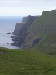 Suuroy - The West Coast - View from Hesturin - Faroe Islands (Eileen Sand) Tags: ocean travel sea green nature landscape islands coast europe view north atlantic shore coastline landschaft faroeislands faroe kust kyst landskab eilin sumba isole faroes birdcliffs froyar frarna fryene frerne  frer suuroy eilen foroyar lopra fuglebjerg suduroy lesfro islasferoe fgelberg hesturin suuroyarbjrgini fuglabjrg  eileensand suouroy sudhuroy