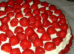 a summercake of strawberries.. (Per Ola Wiberg ~ Powi) Tags: friends summer cake niceshot strawberries explore harmony click 2009 tarta sommar augusti trta jordgubbar internationalfood hiddentreasure cherryontop creativephoto diekche mywinners abigfave diamondheart crystalaward citrit heartawards theunforgettablepictures betterthangood theperfectphotographer coloursposion colourvisions explorewinnersoftheworld abovealltherest prettysweets oohlalapictures artofimages exquisitecapture addictedtophotograph livinglifebehindthelens leenascreations