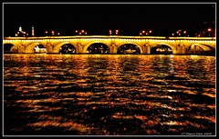 Le Pont-neuf (Frk2010) Tags: bridge paris france seine night boat photo nikon pont nuit quai iledelacite effeil d90 nikonfrance nikonistes parisgeotagged