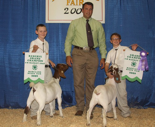 Champion and Reserve Champion Market Goats (L-R): Charles Sasscer (Res. champ), Dr. Brian Faris (judge), and Austin Stoner (Champ)
