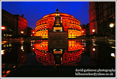 Royal Albert Hall  Architecture :: The Albert in the Rain (david gutierrez [ www.davidgutierrez.co.uk ]) Tags: city blue urban reflection building london rain architecture night buildings dark spectacular geotagged photography hall photo royalalberthall arquitectura cityscape darkness image dusk sony centre albert cities royal cityscapes center structure architectural nighttime 350 hour londres architektur nights sensational metropolis bluehour alpha topf100 londra impressive dt nightfall municipality edifice the cites f4556 100faves 1118mm thealbertintherain sonyalphadt1118mmf4556 sony350dslra350