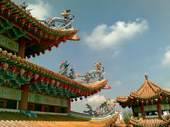 Thean Hou Temple  roof (Conny Sandland) Tags: building temple religion decoration dragons ornaments kualalumpur tempel chinesetemple malayisa theanhoutemple kltemple