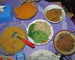 Monster feed (Mangiwau) Tags: food west monster festival feast indonesia cuisine java dish rice feeding eating eid papaya curry celebration feed dishes tradition serving indonesian parung feasting islamic nasi pawpaw rendang masak fitri masakan barat santan mubarak 1430 depok idul bojonggede 1430h sayuran sasakpanjang bpgpr