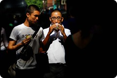 OmNomNom. (digitalpimp.) Tags: street interestingness singapore candid scout explore walkabout cbd vignette picnik ion spotmetering orchardroad philiplorcadicorcia theworldthroughmyeyes digitalpimp stphotographia nathanhayag konicaminoltaafdt18200mmf3563d bananats