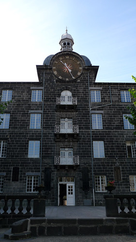 Ancien collège des Jésuites (XVIIe-XVIIIe s.), rue Maréchal Joffre, Clermont-Ferrand (Puy-de-Dôme, France) par Denis Trente-Huittessan