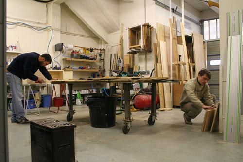 Jeremy et Sebastien sont membres de Zebra 3. Ce collectif appartient à Pola. Ils travaillent le bois, les métaux et réalisent des maquettes.