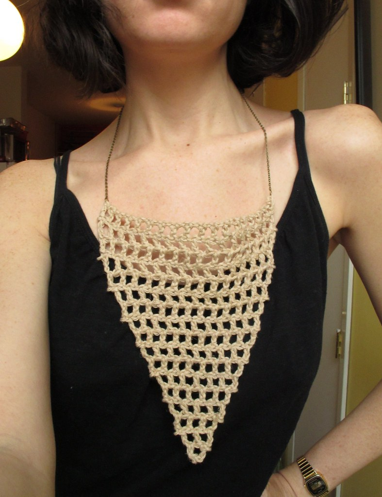 A Common Thread ? pattern: mesh crochet necklace