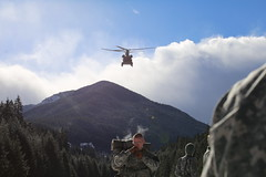 Washington National Guard (The National Guard) Tags: nationalguard national guard guardsman guardsmen soldier soldiers airman airmen us army air force united states america usa military troops ng 2017 washington wa wang training exercise chinook winter survival mt rainier missions helicopter snow ice