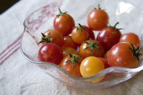 Cherry tomatoes in bowl (I)