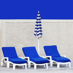 Omaggio a David Hockney (DanielaNobili) Tags: blue white three chairs davidhockney chaiselongue transat theunforgettablepictures platinumheartaward thechallengefactory artofimages danielanob bestcapturesaoi mywinnersfrontpage bestofmywinners newgoldenseal theauthorsplaza elitegalleryaoi