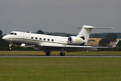 N132SD - Private - Gulfstream Aerospace G-V Gulfstream V (G5) - Luton - 090817 - Steven Gray - IMG_9111