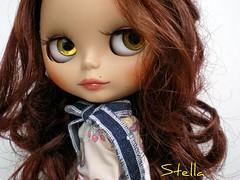 Stella querendo se apresentar melhor, mas mamãe tá sem tempo pra tirar fotos...=o(