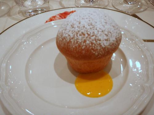 Small panettone (muffin) with zabaione sauce