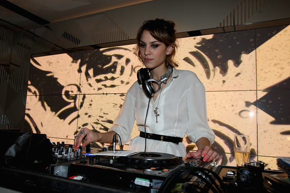 Burberry Afterparty Spring Summer 2010 London x6ka8_7B2bAl