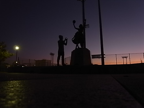 銅像とMASS-YANGさん
