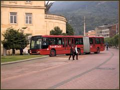 Santa Fe de Bogotá (°° OJOS DE AGUA °°) Tags: bus southamerica avenida calle colombia carretera bogotá publictransport ônibus kolumbien carrera trafico américadosul autobús autocar nahverkehr autocarro amériquedusud transmilenio zuidamerika américadelsur transportepúblico südamerika 南美洲 南アメリカ コロンビア öffentlicherverkehr 哥伦比亚 jiménezdequezada ac13 urinawyayala ñembyamérika