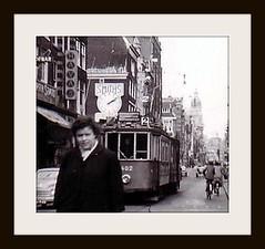 Domweg gelukkig (of levensmoe?) in de Leidsestaat (Amsterdam RAIL) Tags: 1955 girl amsterdam trolley tram streetcar tramway electrico tranvia gvb topolino leidsestraat stadsarchief tramvia route2 lijn2 fiattopolino gvba 482881 oktober1955