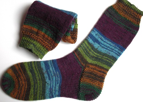 3rd pair of MM Gemstones socks finished - color Peridot